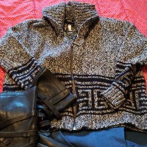3/45 Kensie grey and black zip up sweater. Size sm